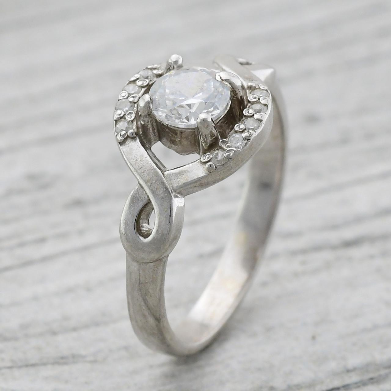 """Серебряное кольцо """"Пасадена"""", вставка белые фианиты, вес 3.08 г, размер 18"""