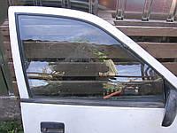 Стекло правой передней двери б/у на седан Suzuki Swift 1995-2003 год
