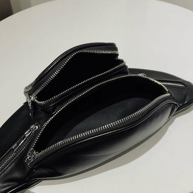 Поясная сумка из кожзама черная