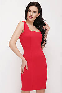 Модное платье выше колен приталенное на бретельках красное