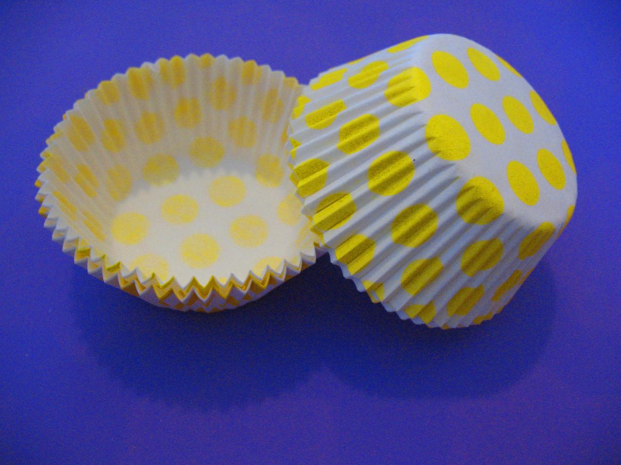 Тарталетки (капсулы) бумажные для кексов, капкейков Белые в желтый горох