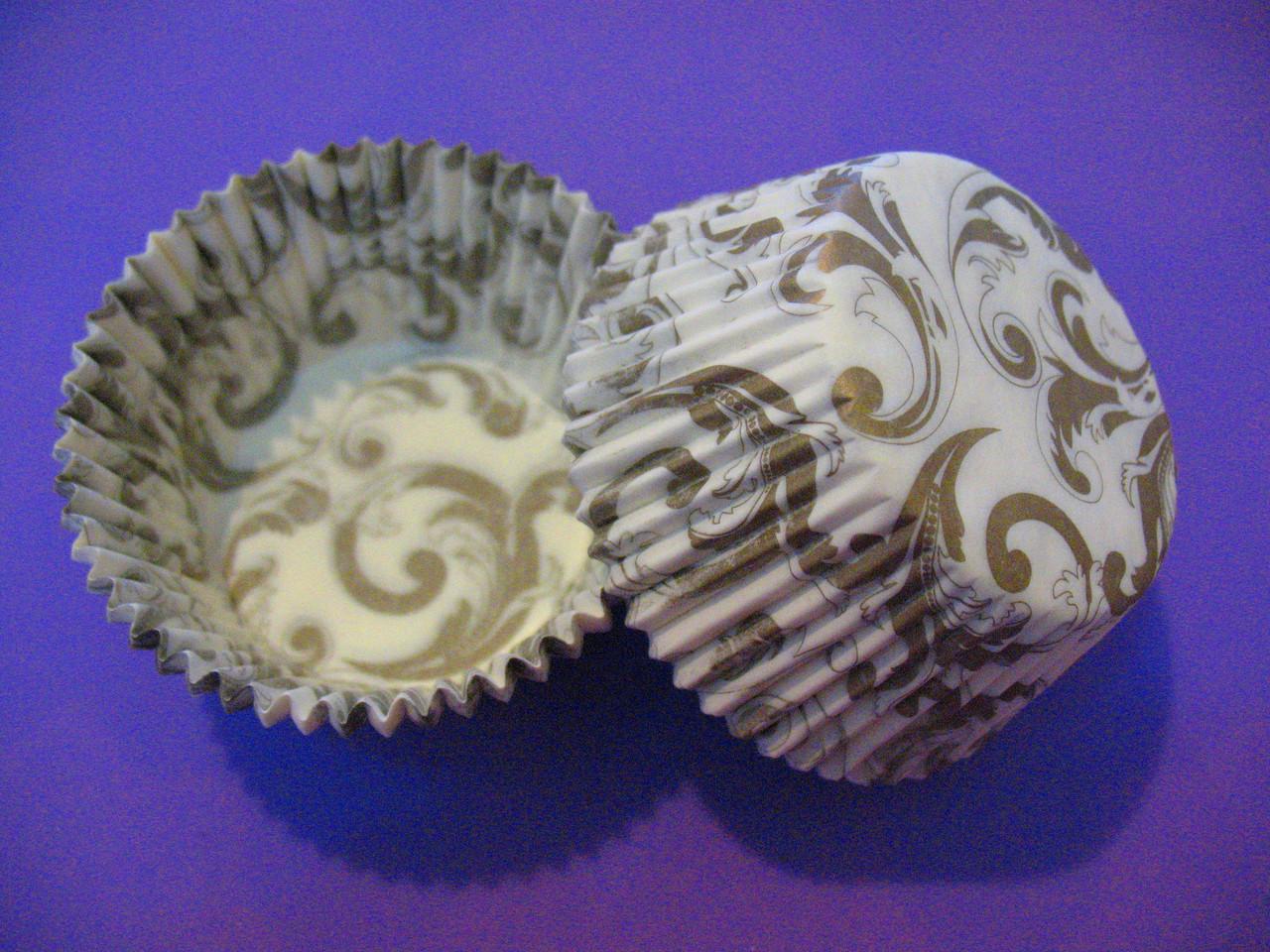 Тарталетки (капсулы) бумажные для кексов, капкейков Белые с золотым завитком