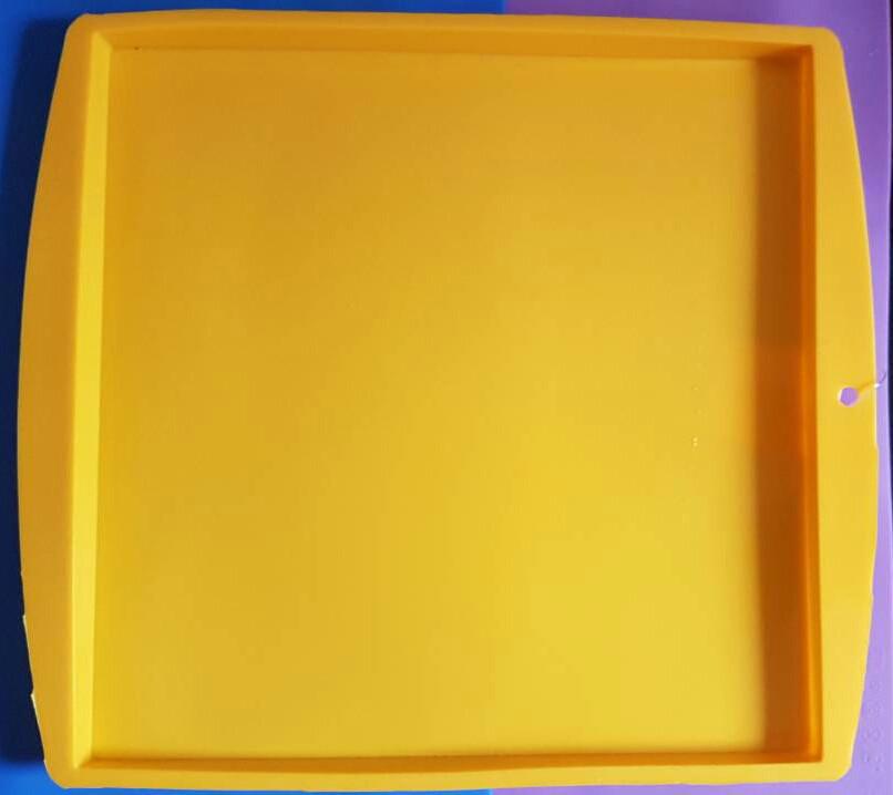 Силиконовый коврик с бортиком 27*27см (цвет коврика в ассортименте)