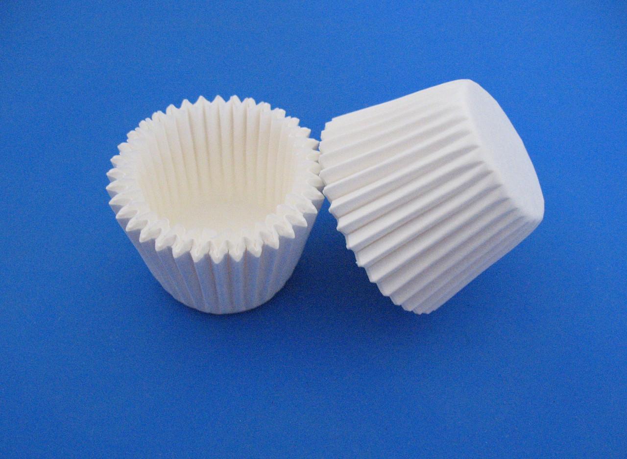 Тарталетки (капсулы) бумажные для кексов, капкейков белые 35*25 мм