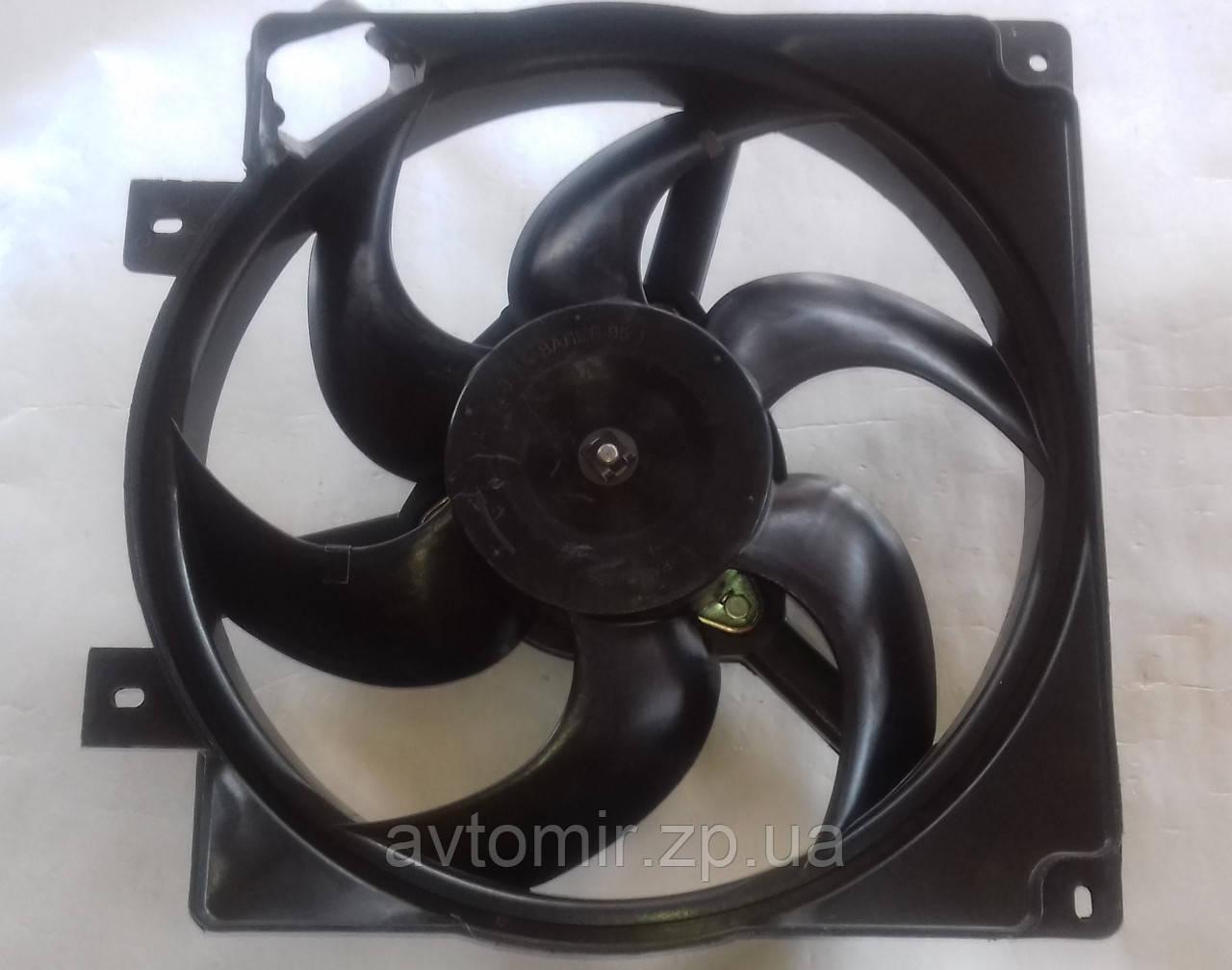 Диффузор радиатора Ваз 1118 в сборе пластик без кондиционера