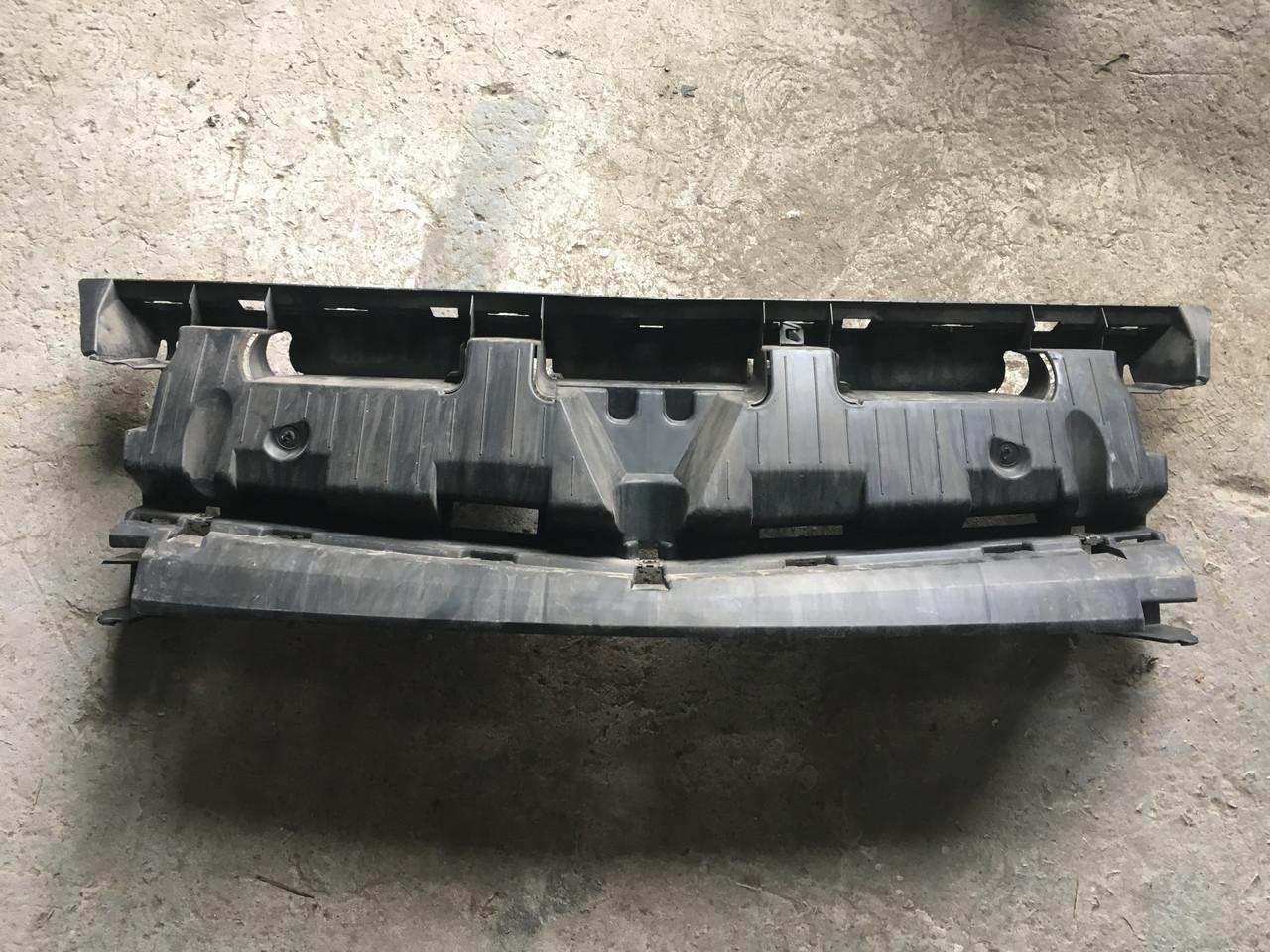 Б/у Решітка радіатора внутрішня 620363336R (телевізор, рамка) Renault Kangoo Рено Кенго 2008-2013 р. р.