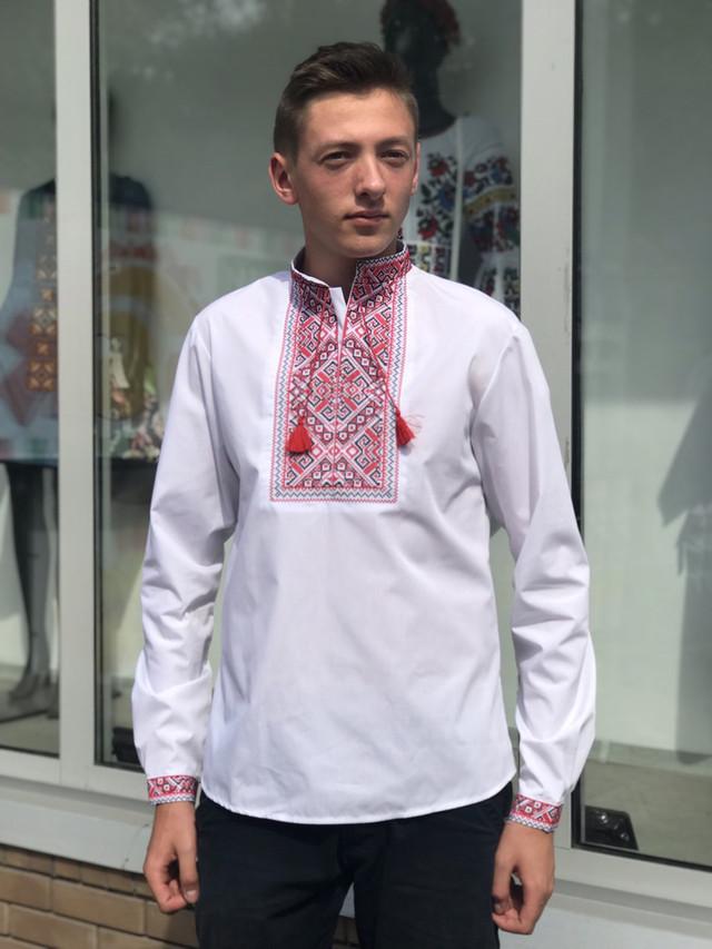 Подростковая вышиванка для мальчика с красным орнаментом