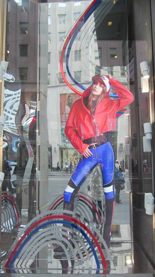 Раздел Спортивные брюки - фото teens.ua - Нью-Йорк,Манхеттен,витрина