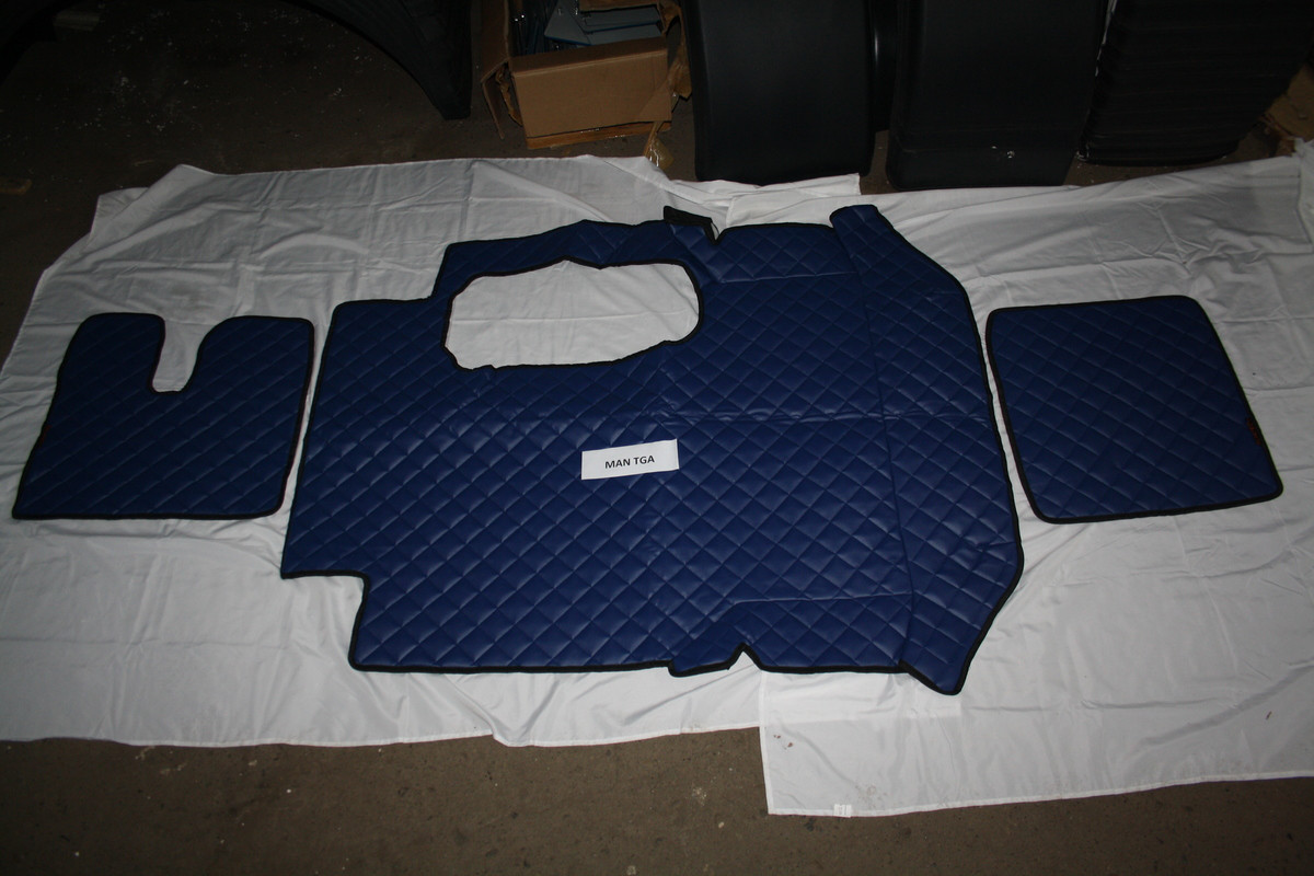 Коврики в салон Man TGA синие (еко кожа)