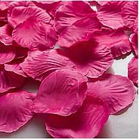 Лепестки роз цвет малиновые