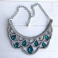 Красивое ожерелье с кристаллами и стразами зеленое