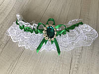 """Подвязка для невесты """"Stylish bride"""" с изумрудной брошкой и лентой"""
