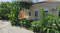 Сдам  двухкомнатный дом в Феодосии у  самого Черного моря.
