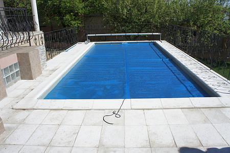 Летнее покрытие для бассейна голубого цвета с эффектом энергосбережения
