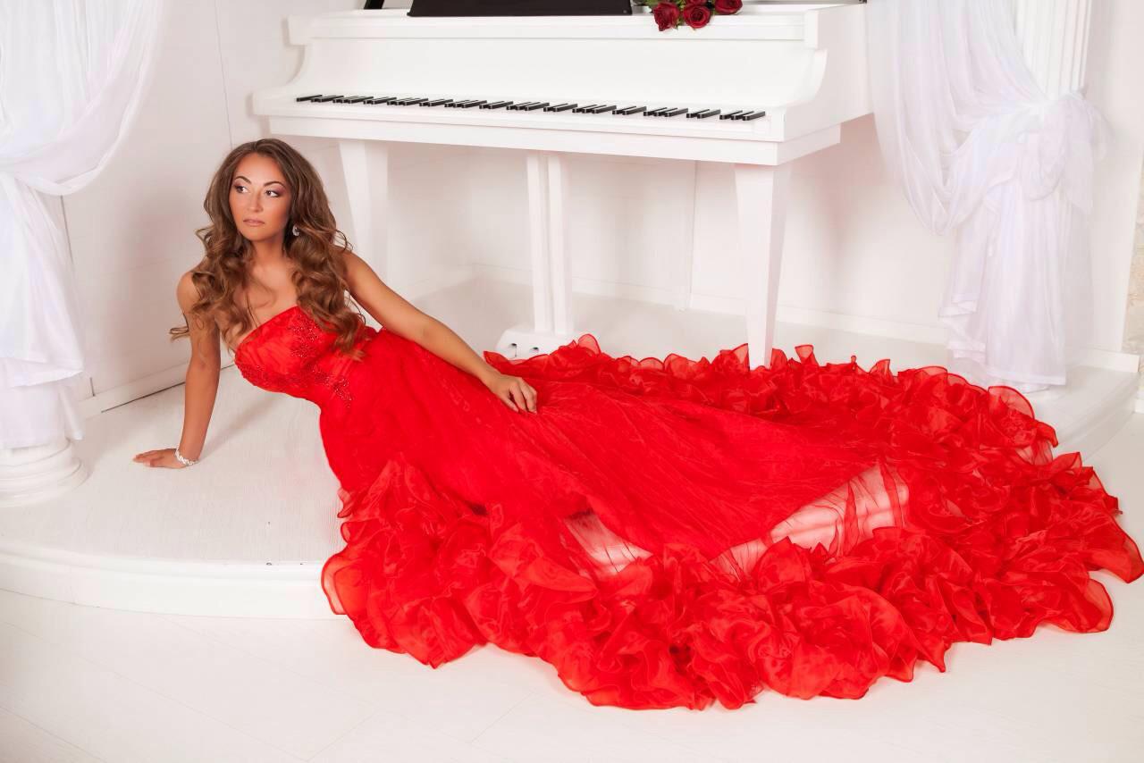 162cbdd3523416f Шикарное длинное красное платье