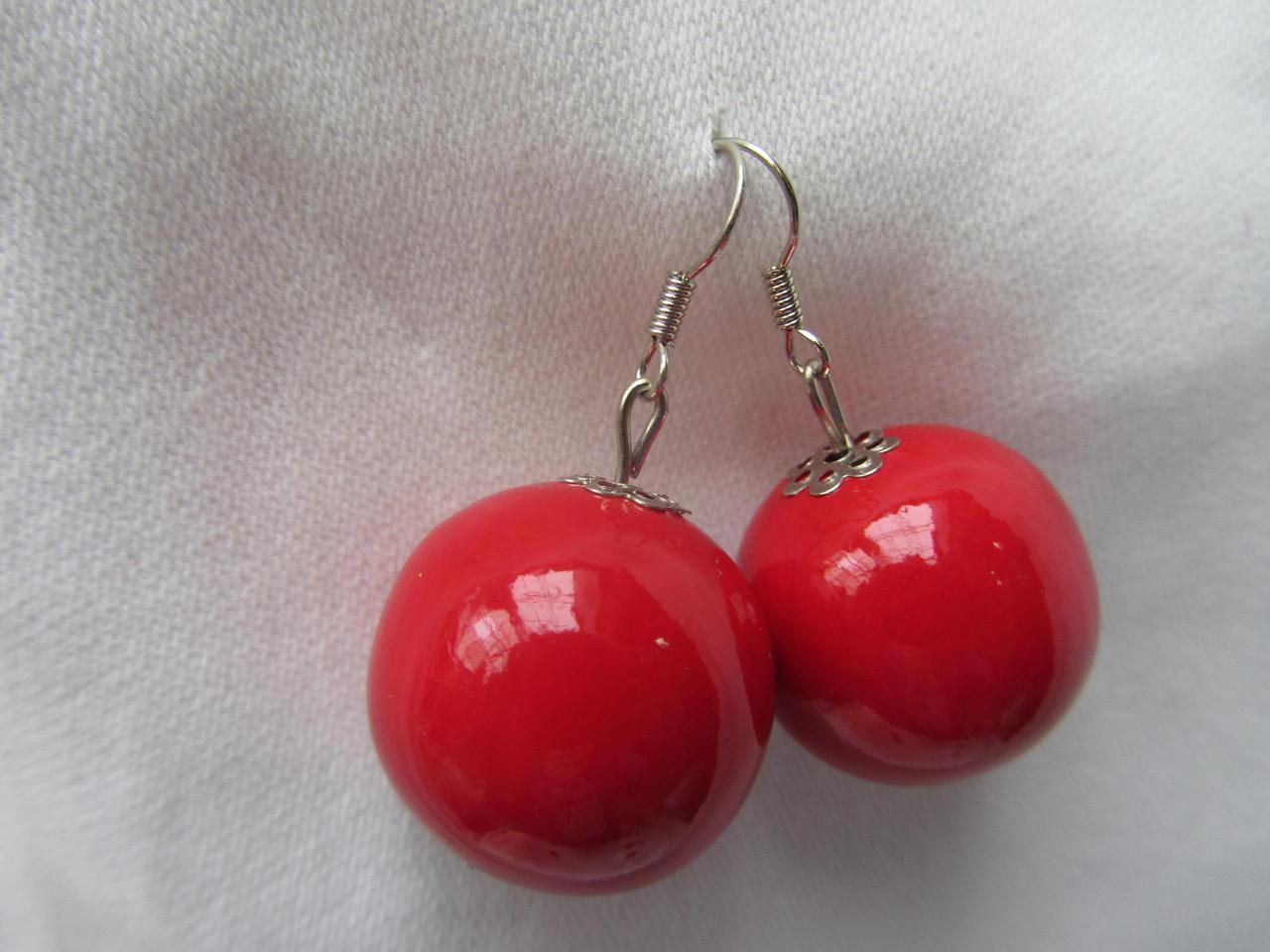 Серьги женские красного цвета
