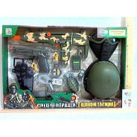 Набор военного 33560  каска, маска, автомат-трещетка,на бат-ке, в кор-ке, 58,5-40-15см(33560)