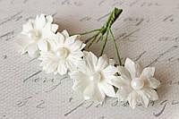 Бумажные ромашки с жемчужинкой 3,5 см 4 шт/уп. белого цвета, фото 1