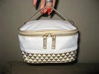 Косметичка 18х13х10,5 кейс ОРГАНАЙЗЕР сумка чемоданчик саквояж от Ив Роше Yves Rocher  белый с золотом ручка