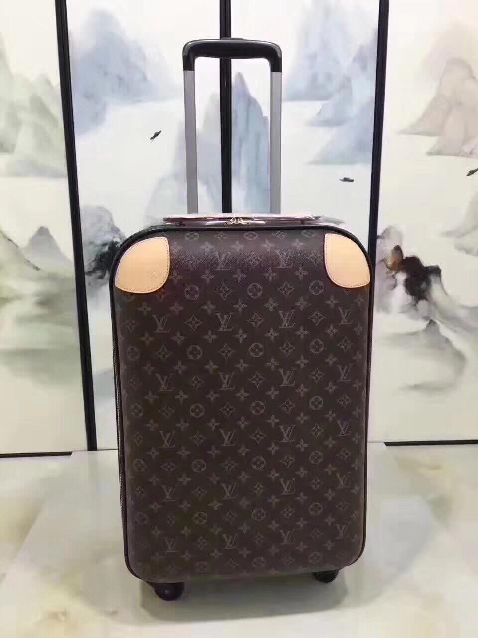 Чемодан на колесах Louis Vuitton