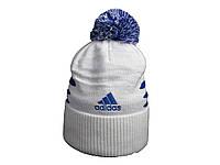 Шапка Adidas белая с синим логотипом и помпоном