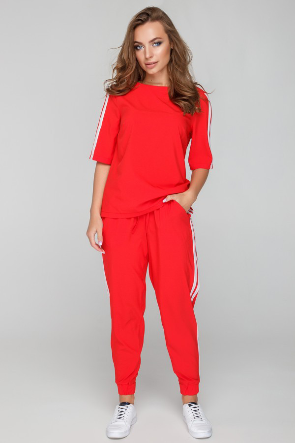 Красный женский повседневный костюм