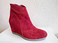Красные зимние замшевые женские ботинки