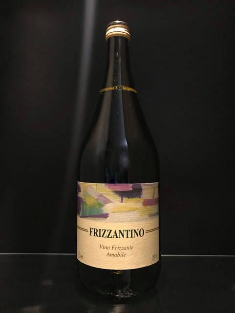 Итальянское белое игристое вино Frizzantino 1.5л