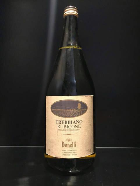 Белое итальянское вино Donelli Trebbiano Rubicone 1.5л
