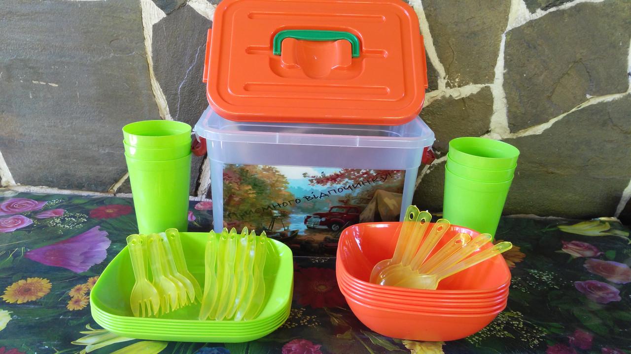 Набор посуды для пикника.
