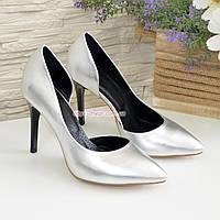 Женские кожаные туфли на шпильке, цвет серебро. 35 размер