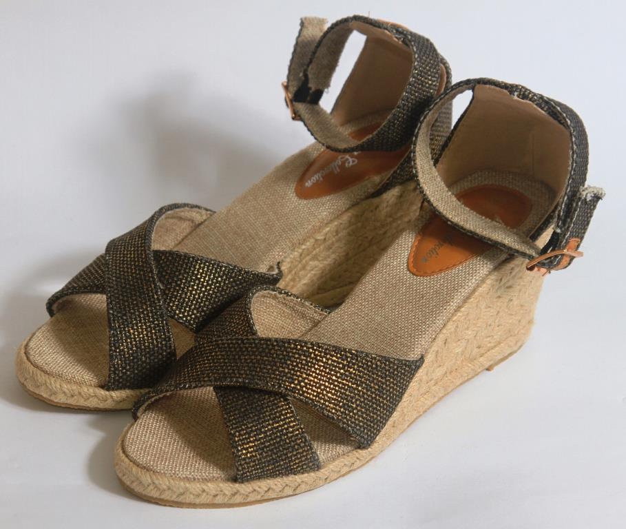 Сандалии на каблуке на бечевке под бронзу