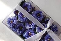 Набор декоративных цветочков с листиками в коробочке синего цвета, фото 1