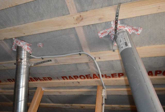 Влагоустойчивый корпус позволяет устанавливать регулятор в помещениях с повышенной влажностью, таких как кухня или ванная комната. Подключение вентилятора к сети производится электриком.
