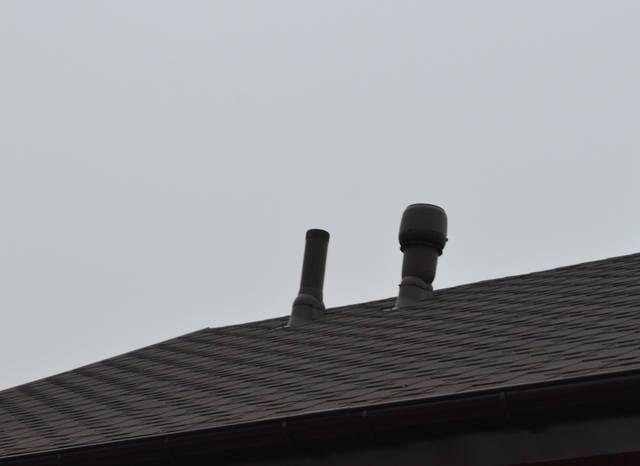 Гофрированная труба изготовлена из резины. Резина метео- и термоустойчива, хорошо переносит воздействие кислот и щелочей, содержащихся в воздухе промышленных районов.