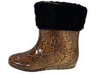 Женские силиконовые сапоги с меховым утеплителем Питон на коричневом
