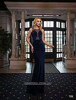 Силуэтное вечернее платье созданное из рифленого бархата