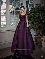 Пышное атласное платье в пол украшенное кружевным узором по корсету
