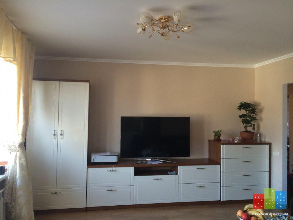Белая стенка в гостинную - изготовленная на заказ в квартиру в жилмассиве Софиевская Борщаговка