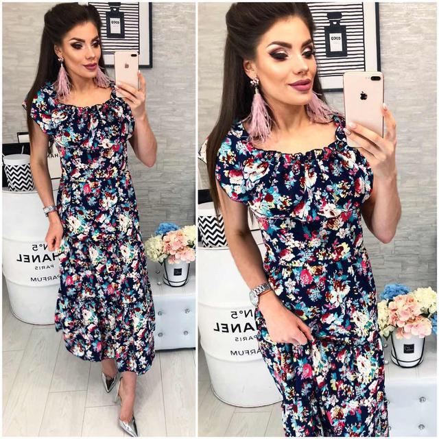 Платье ,длинное с воланом, модель 101, разноцветный цветочный принт на темно-синем фоне.