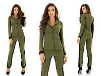 Стильный костюм: пиджак и брюки, декорированы контрастными вставками по бокам