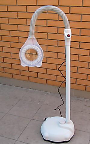 Напольная лампа лупа на штативе с подсветкой-диодами.