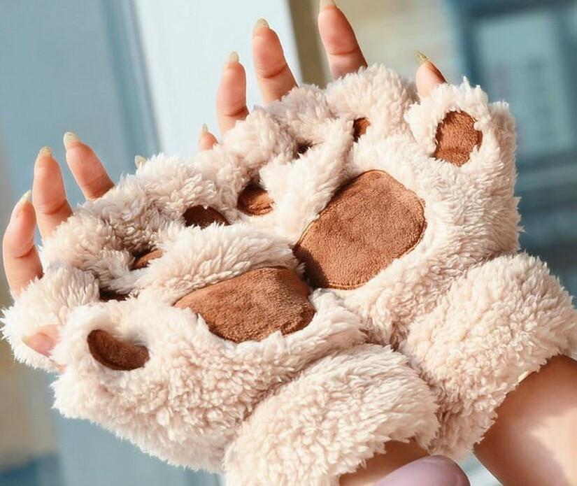 Бежевые перчатки в виде лапок