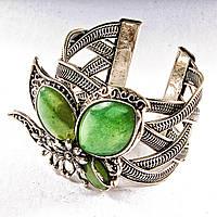 Браслет зеленый Нефрит широкий скобка  металл сидящая бабочка ажурное