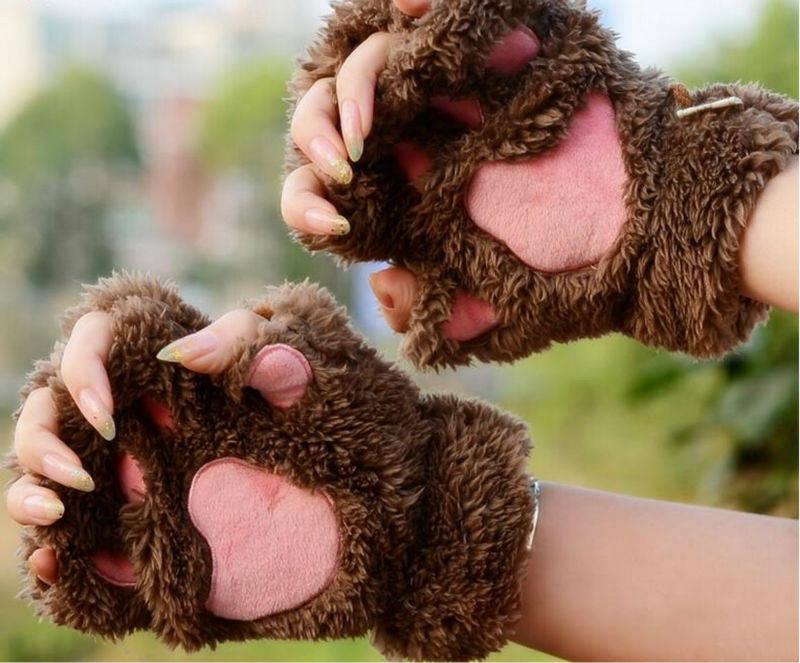 Коричневые лапки перчатки