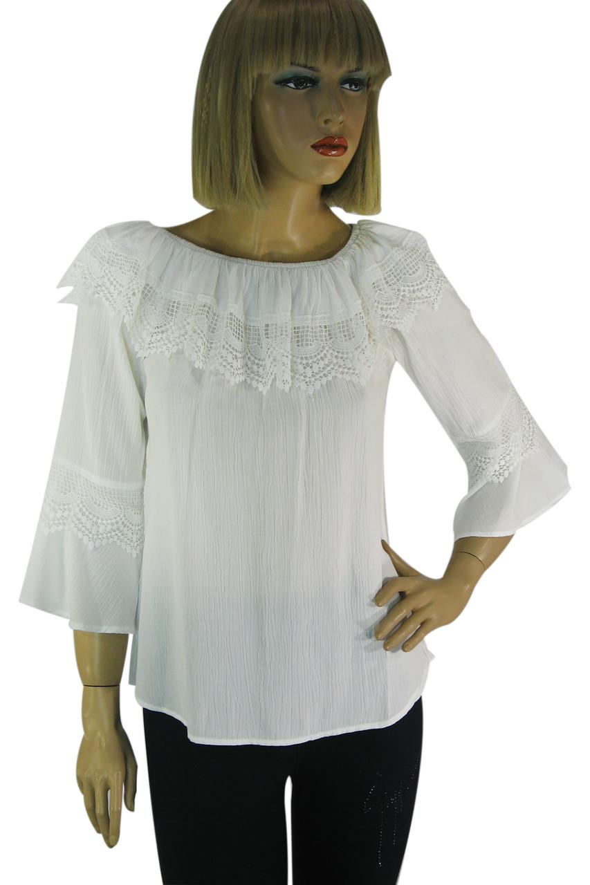Літня легенька  блузка з рукавами воланами і кружевом