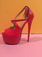 Красные лаковые босоножки лабутены  , копия