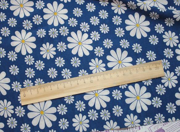 Ткань штапель принт ромашки на васильковом, фото 2