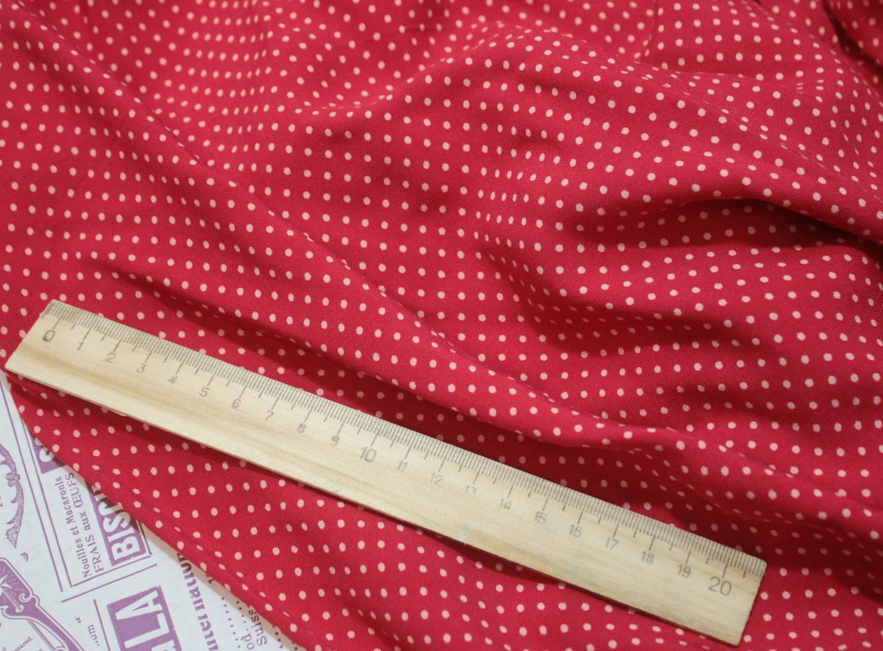 Ткань штапель принт мелкий горох на красном