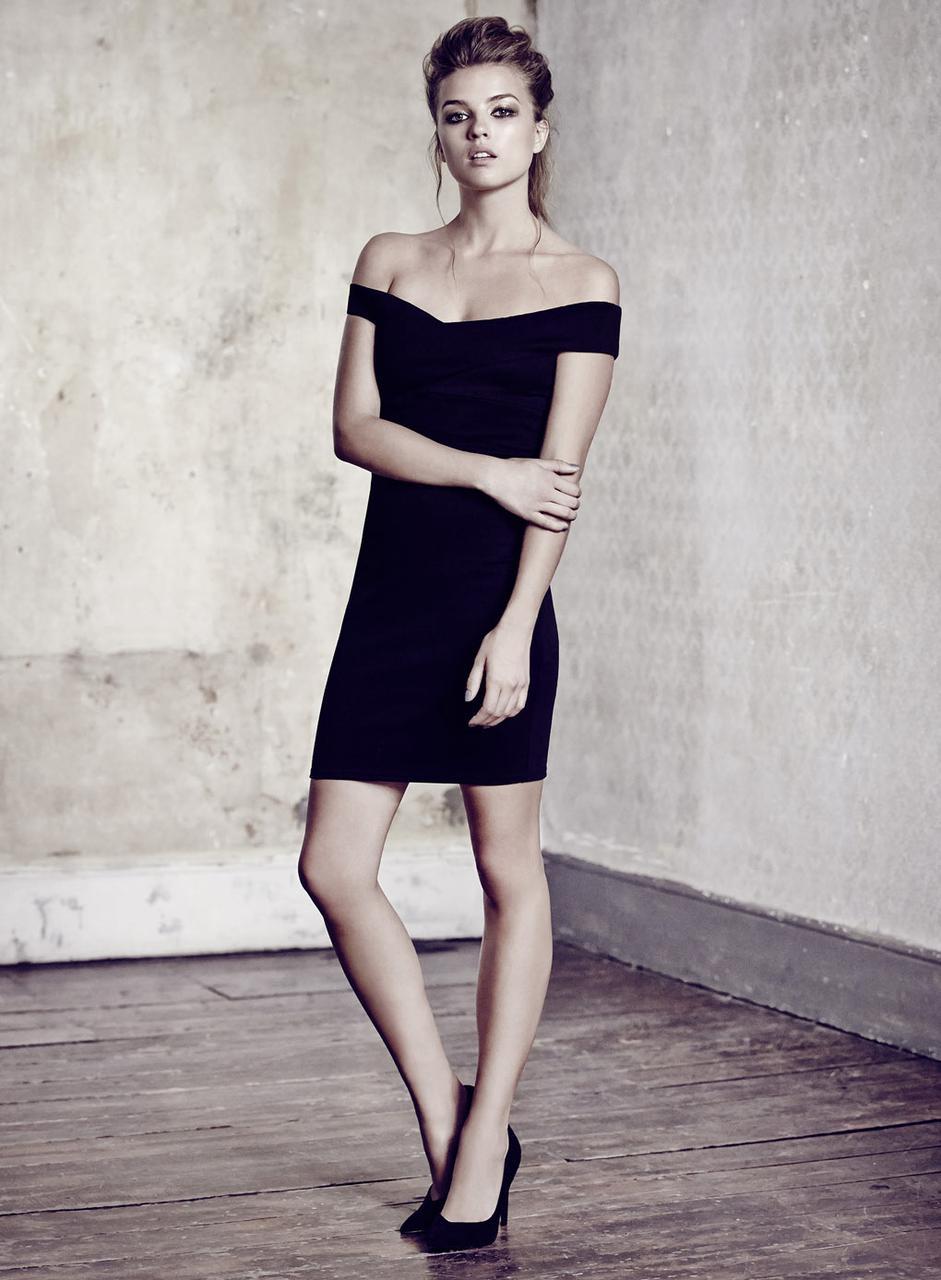 Короткое облегающее платье с открытыми плечами Miss Selfridge